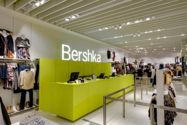 Bershka: Αυτό το παντελόνι που βλέπεις να φοράνε όλες στο Instagram κοστίζει μόνο 11 ευρώ!