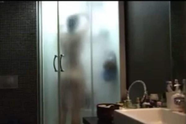Ο απόλυτος εφιάλτης: Μπήκε για μπάνιο και «πάγωσε» με αυτό που είδε! (Video)