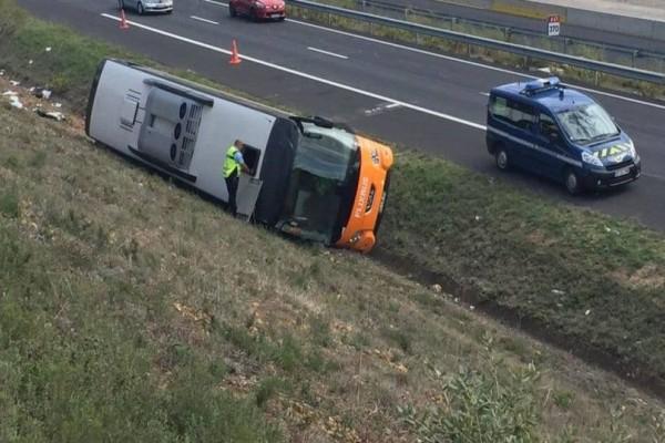 Θανατηφόρο τροχαίο με λεωφορείο! Ένας νεκρός και 17 τραυματίες! (photos)