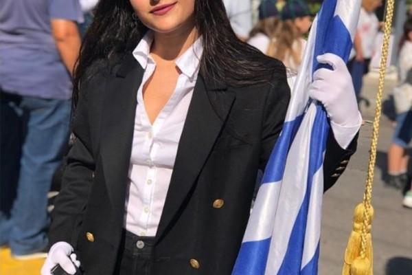 Κόρη διάσημου ηθοποιού σημαιοφόρος στην παρέλαση! Δεν πάει το μυαλό σας ποιανού! (Photos)