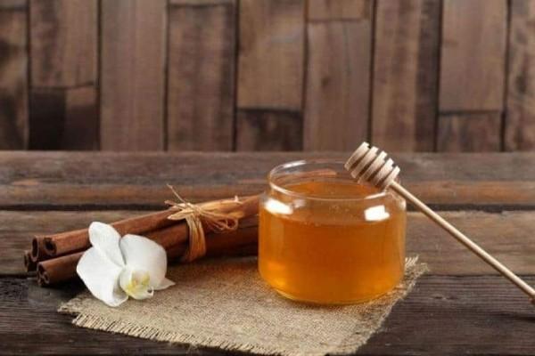 Θα εκπλαγείτε! Δείτε τι θα συμβεί εάν τρώτε μέλι με κανέλα κάθε μέρα