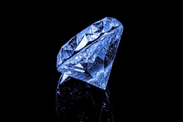 Το μεγάλο σκάνδαλο που ξέσπασε με την εξαφάνιση του μπλε διαμαντιού αξίας 500.000 ευρώ