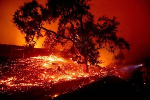 Πύρινη λαίλαπα καίει την Καλιφόρνια: Εικόνες αποκάλυψης!  (Video)