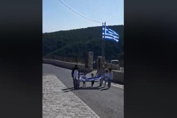 Γαύδος: Συγκινητική ήταν η παρέλαση από τους λίγους μαθητές! (Video)