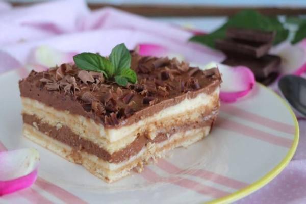 Εύκολο γλυκό ψυγείου με μπισκότο και πραλίνα