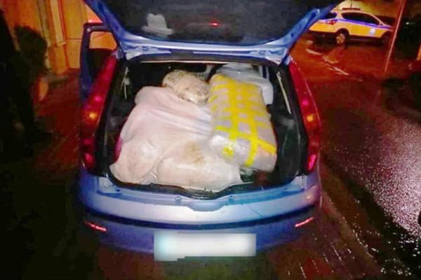 Γρεβενά: Δυο αυτοκίνητα φορτωμένα με χασίς, συνολικού βάρους 116 κιλών!