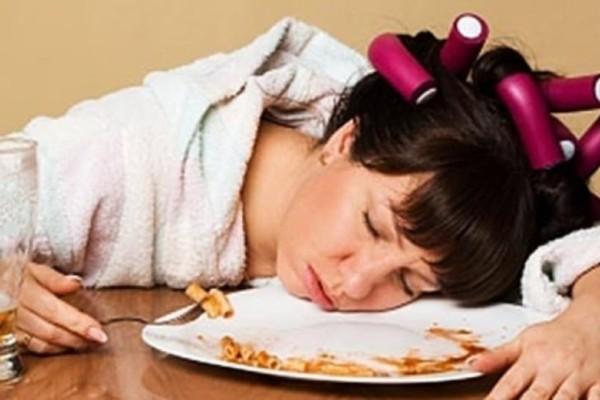 Αυτός είναι ο λόγος που μας πιάνει υπνηλία μετά το φαγητό!