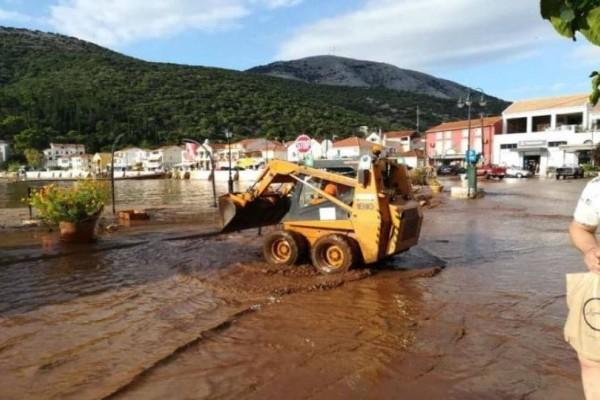 Κακοκαιρία σε όλη τη χώρα: Πλημμυρισμένα σπίτια, κλειστά σχολεία και κατολισθήσεις! (photos-video)