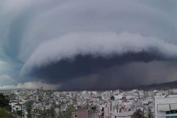 Το σπάνιο καιρικό φαινόμενο που «χτύπησε» την Αττική! Εντυπωσιακές εικόνες! (Video)