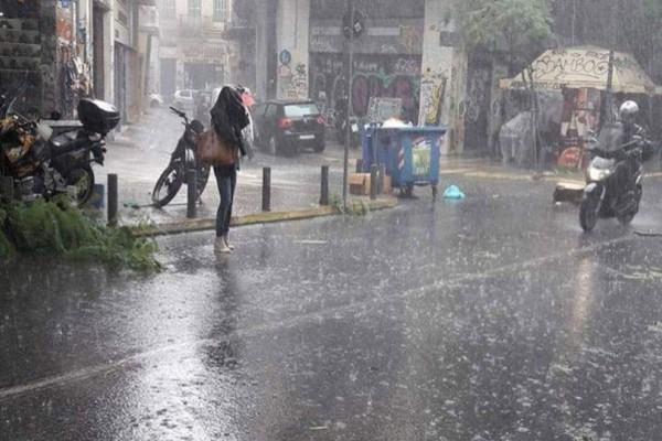 Χαλαζόπτωση και σφοδρή καταιγίδα «σάρωσε» το κέντρο της Αθήνας! (photos-video)