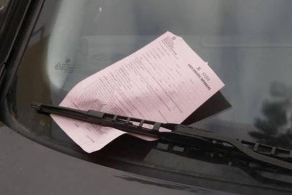 Χαμός στη Λάρισα: Η κλήση του τροχονόμου που άφησε «παγωτό» τον οδηγό! (photo)