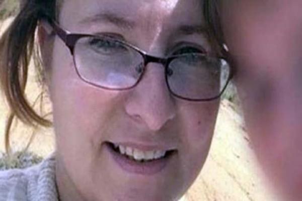 Μητέρα ανακοινώνει ότι ο γιος της πέθανε από λευχαιμία, τότε η αστυνομία κάνει έφοδο στο σπίτι της και ανακαλύπτει κάτι σοκαριστικό! (photos)