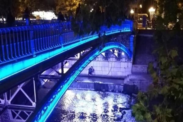 Τρίκαλα: Για την επέτειο της 28ης Οκτωβρίου το γεφύρι της πόλης φωτίστηκε μπλε!