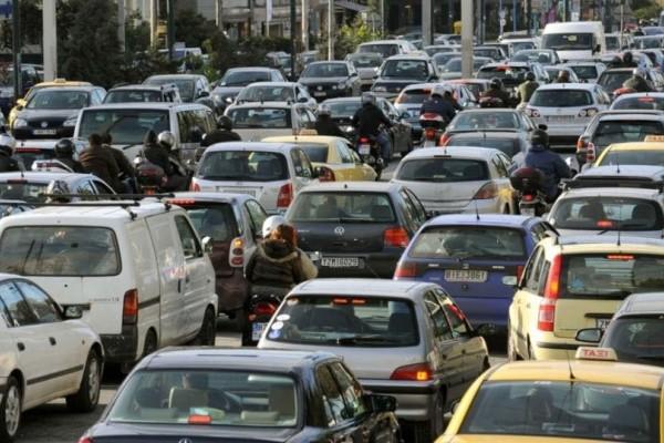 Χάος: Κυκλοφοριακό κομφούζιο στην άνοδο της Αθηνών-Λαμίας λόγω τροχαίου! (photo)