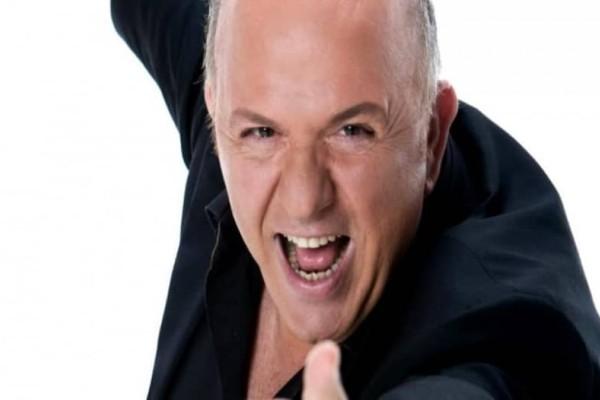 Νίκος Μουρατίδης: Με ζαρτιέρες και.. ξανθιά περούκα ως... Λίζα!