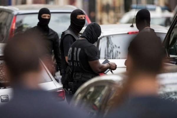 Συναγερμός στο Παρίσι! Αστυνομικός δέχτηκε επίθεση με μαχαίρι! (Video)