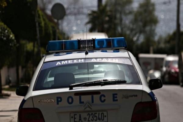 Άγρια ληστεία στη Νέα Φιλαδέλφεια: Μπούκαραν με όχημα σε μαγαζί και απείλησαν με όπλο αστυνομικούς! (Video)