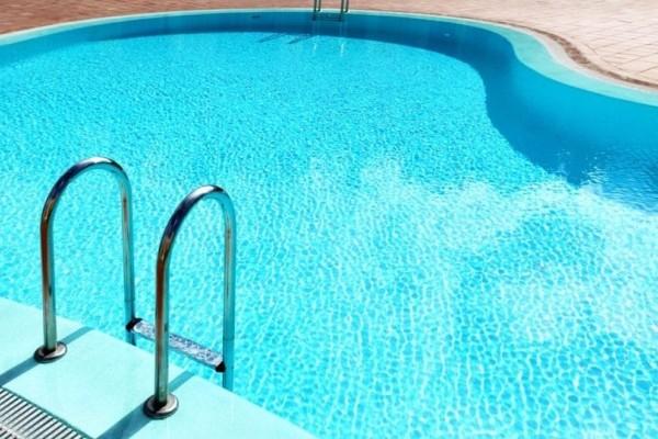 Τραγωδία: 3χρονο κορίτσι πνίγηκε σε πισίνα, στη διάρκεια ενός πάρτι!