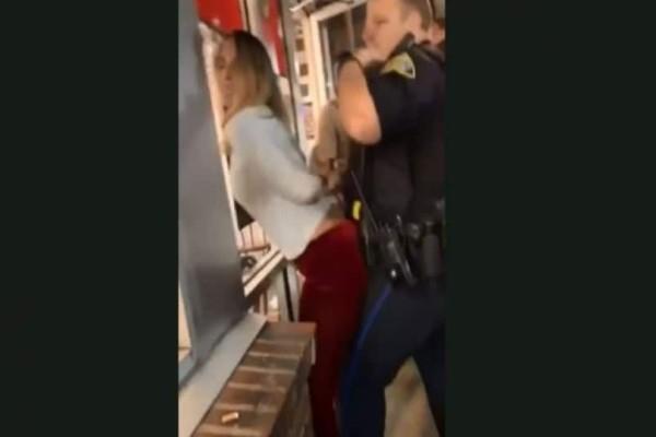 Επικό: Μεθυσμένη  τρίβεται σε αστυνομικό την σύλληψης - «Σου αρέσει;»