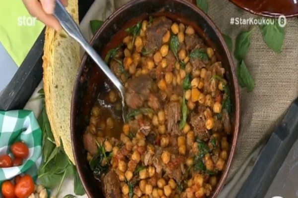 Πεντανόστιμο! Ρεβίθια με κρέας και λαχανικά στη γάστρα! (Video)