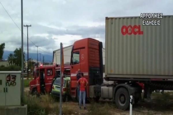 Συναγερμός στο Ναύπλιο: Σφοδρή σύγκρουση νταλίκας με αυτοκίνητο! Ένας τραυματίας! (Video)