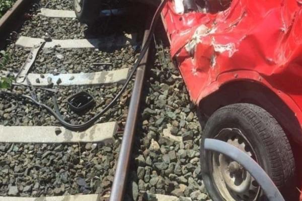 Συναγερμός στη Φλώρινα: Τρένο παρέσυρε αυτοκίνητο!