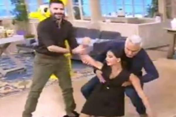 Χαμός με την Σταματίνα Τσιμτσιλή: Έπεσε... αναίσθητη στο πάτωμα! Έσπευσαν να την σηκώσουν (video)