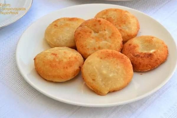 Τυροπιτάκια χωρίς φύλλο στο φούρνο ή στο τηγάνι