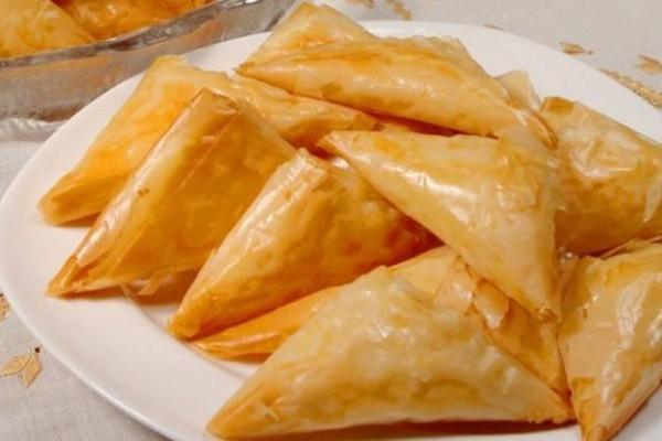 Τυροπιτάκια με μανούρι τηγανιτά