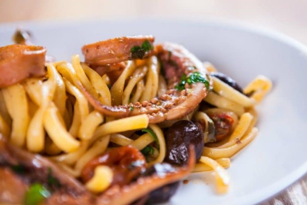 Χταπόδι με χυλοπίτες η μοναστηριακή συνταγή που θα λατρέψετε!