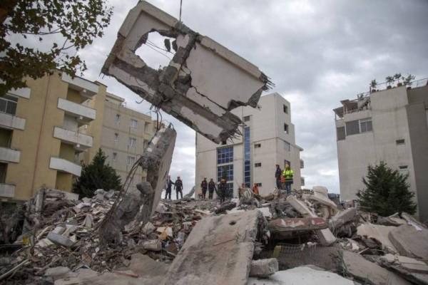 Σεισμός στην Αλβανία: Ανασύρθηκε νεκρή μητέρα και τα 3 παιδιά της!