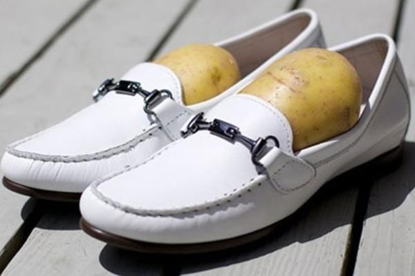 Βάλτε μια μεγάλη πατάτα μέσα στο..παπούτσι σας! Ο λόγος θα σας ενθουσιάσει!