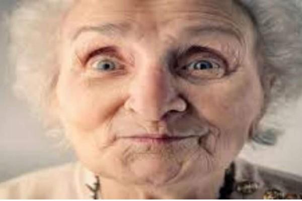 Δεν έδωσαν σε 98χρονη γιαγία αλκοόλ επειδή ήταν...ανήλικη!!