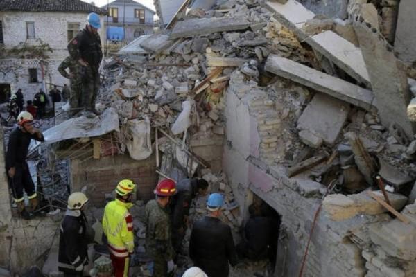 Στους 51 οι νεκροί στην Αλβανία! Κλίμα οδύνης στην κηδεία οκταμελούς οικογένειας!