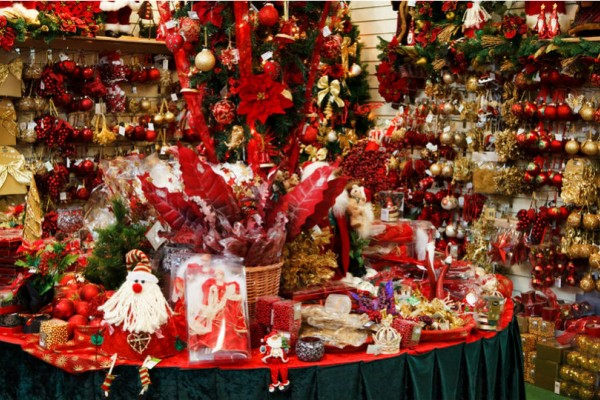 Αυτό είναι το εορταστικό ωράριο των καταστημάτων ενόψει Χριστουγέννων - Δείτε ποιες Κυριακές θα είναι ανοιχτά!