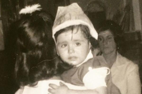 Το κοριτσάκι της φωτογραφίας είναι πασίγνωστη Ελληνίδα ηθοποιός! Την αναγνωρίσατε;