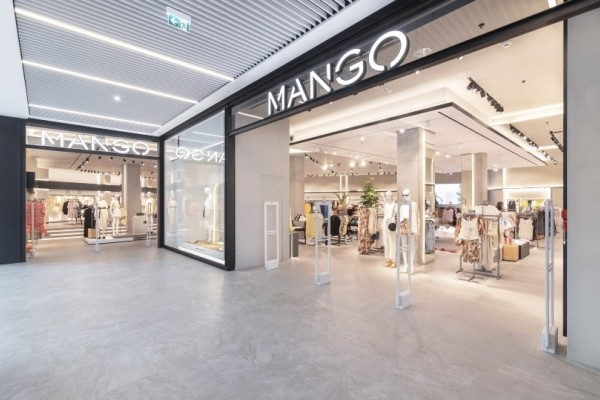 Mango: Το πιο θηλυκό φόρεμα που ακολουθεί την απόλυτη τάση της σεζόν!