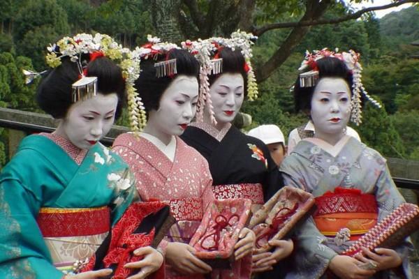 Ιαπωνία: Απαγορεύονται οι φωτογραφίες τουριστών με γκέισες!