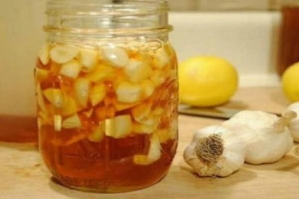 Το θαυματουργό γιατροσόφι με σκόρδο που αν το πιείτε θα ζήσετε 100 χρόνια!