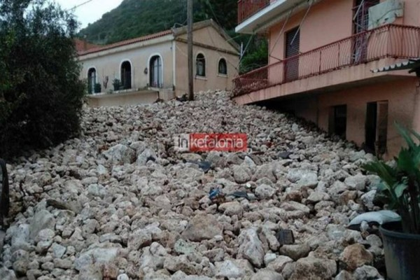 Βικτώρια: Απίστευτες εικόνες από την κακοκαιρία! Κατέρρευσαν τοίχοι, εγκλωβισμένοι κάτοικοι! (photos+video)