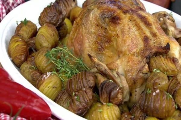 Τέλειο ψητό κοτόπουλο με πατάτες ακορντεόν! (Video)