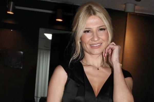Φαίη Σκορδά: Με 230 ευρώ γόβες στα πόδια της! Δίχασε όλες τις γυναίκες!