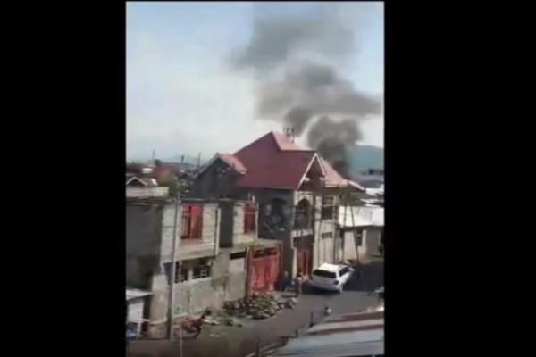 Σοκ: Αεροπλάνο λίγο μετά την απογείωση πέφτει πάνω σε σπίτια! 29 νεκροί! (Video)