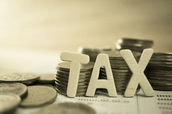 Νέο φορολογικό: Τι προβλέπεται για ΦΠΑ, Airbnb και πλαστικό χρήμα!