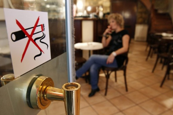 Αντικαπνιστικός νόμος: Βαριά πρόστιμα έως 40.000 ευρώ στους καπνιστές!