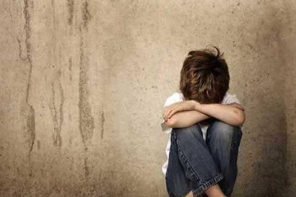 Σοκ: Δάσκαλος μουσικής κατηγορείται για ασέλγεια σε 9χρονο αγόρι! (Video)