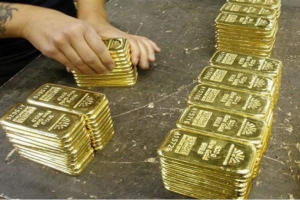 Απίστευτο! Συνελήφθη με 2 κιλά χρυσού κρυμμένο στα παπούτσια της!