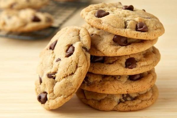Το ιδανικό χειμωνιάτικο ρόφημα μπισκότου συνδυάζεται με τα ανάλογα μπισκότα σοκολάτας!