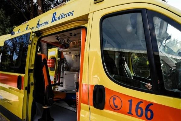 Σοκ: Αυτοκίνητο έπεσε σε στάση λεωφορείου της παραλιακής!