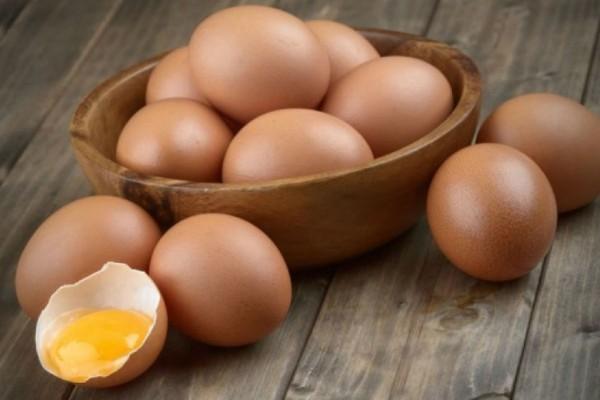 Αγόρασε αυγά από το σούπερ μάρκετ. Μόλις δείτε τι αντίκρισε θα πάθετε σοκ!